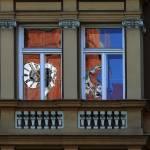 Fenster spiegelt Kirchturmuhr Johanniskirche 3
