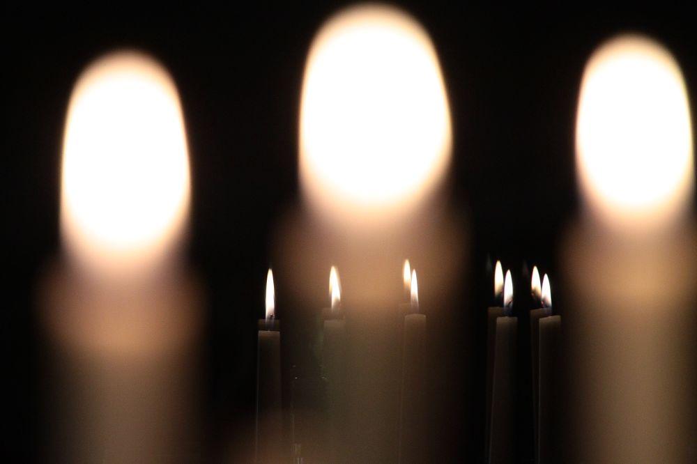 Kerzen mit Spiegelungen